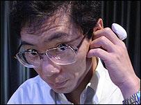 20061228022222-dedotelefono.jpg